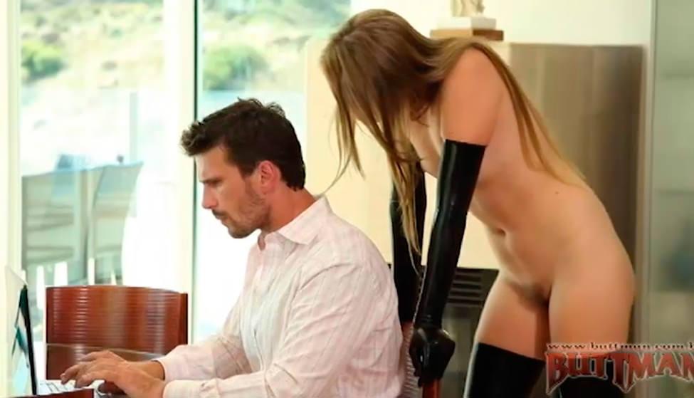 Jessie Andrews faz sexo hard com marmanjo, gritando cheia de tesão!